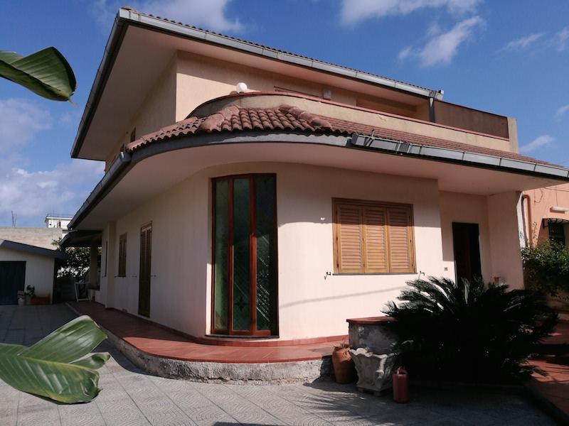 Villa in via Ispica, Siracusa